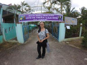 cửa vô nhà anh Triết , Khánh vân chụp 1 THÁNG 10 2015